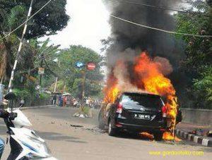 post image mobil terbakar