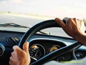 post image mengendarai mobil